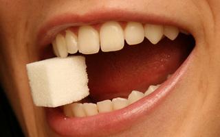 Zdrowsze zamienniki białego cukru – który z nich wybrać?
