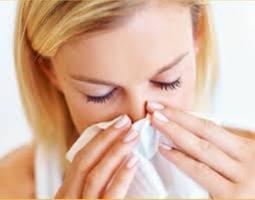 Jak leczyć katar przy zdradliwej pogodzie?